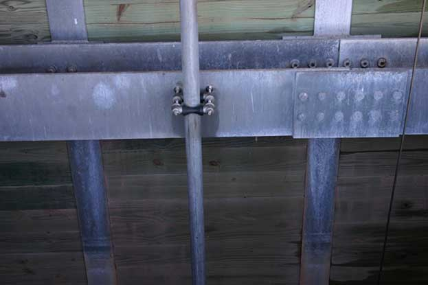 vertical drain pipe in lock